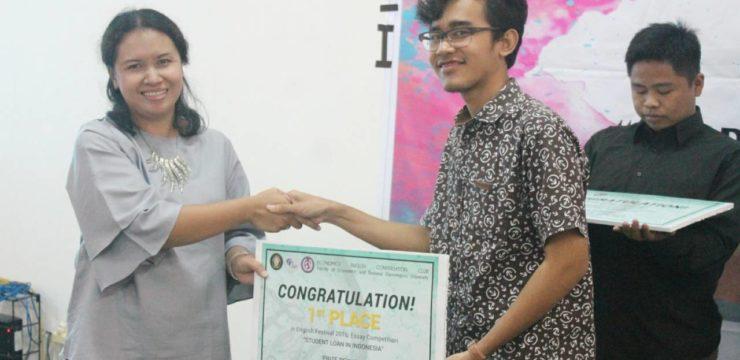 Mahasiswa FIK Juara 1 English Festival 2016 di Undip