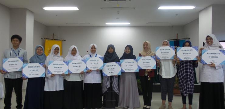 ILUNI UI FIK beri Beasiswa kepada 13 Mahasiswa FIK UI