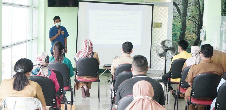 "Tanggap Aman Staf dan Pengunjung Puskesmas, Pengabdian Masyarakat FIK UI Aktifkan ""Pusramling"""